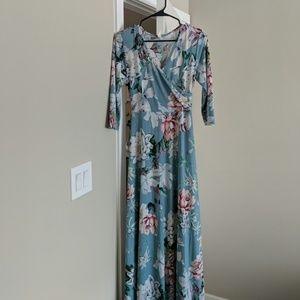 Pinkblush maternity Maxi dress size medium